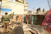 Polícia nepalesa desconhecida durante uma operação na demolição de bairros residenciais — Zdjęcie stockowe