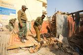 Policía nepalí desconocida durante una operación de demolición de barrios residenciales — Foto de Stock