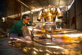 Unidentified Nepalese tinman working in the his workshop — Stock Photo