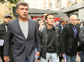 Boris Nemtsov (L) russian statesman, one of the leaders of opposition during rally to support the 31st article of Constitution — Stock Photo