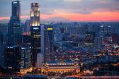 вид город с крыши отеля марина бэй на сингапур. — Стоковое фото