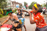 People celebrated Songkran Festival, on 14 Apr 2013 on Ko Chang, Thailand. — Stock Photo
