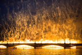 Celebración velas escarlatas mostrar durante el festival noches blancas — Foto de Stock