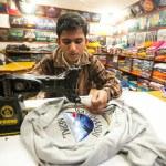 Nepali man in workshop — Stock Photo