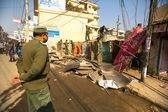 Police népalaise au cours de l'opération — Photo