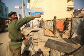 Police népalaise au cours d'une opération — Photo