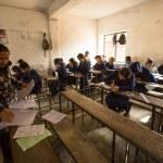 Unknown children in the lesson at public school. — Stock Photo