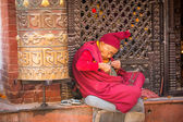 Portrait of unidentified Buddhist monk near stupa Boudhanath — ストック写真