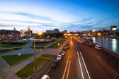 View of Embankment of the Moskva River at night in Moscow, Russia — Stock Photo