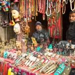 Постер, плакат: Nepalese sellers souvenirs