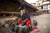 Nepalesiska kvinna som arbetar — Stockfoto