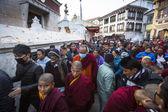 Unidentified Buddhist pilgrims near stupa Boudhanath — Photo