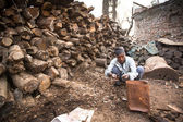 Unidentified man sort wood for cremation — Stock Photo