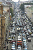 Cars stands in traffic jam on the city center — Stock fotografie