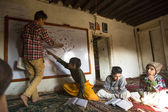 Niños en clase en la escuela jagadguru — Foto de Stock