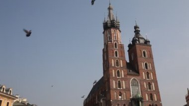 St.Mary's Church in historical center of Krakow. — Stock video