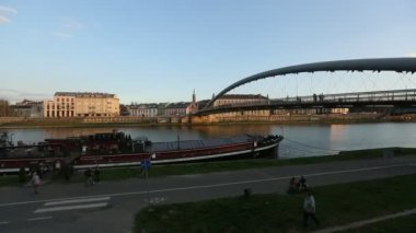 Footbridge over the Vistula River. — 图库视频影像