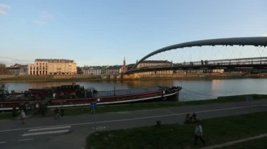 Footbridge over the Vistula River. — Vídeo Stock