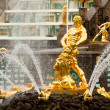 Famous Samson and Lion fountain in Peterhof Grand Cascade — Стоковое фото