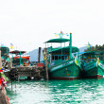 Постер, плакат: Boats in the Bang Bao fishing village