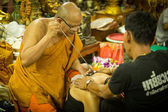 Unidentified monk makes traditional Yantra tattooing — Стоковое фото