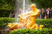 Samson - the central fountain palace and park ensemble Peterhof — Stock Photo
