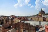 Utsikt över staden från taket historiska byggnadshuset av legender — Stockfoto