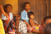 Unidentified woman and children Orang Asli in his village — Stock Photo