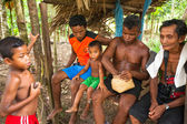 Unidentified children and men Orang Asli in village — Stock Photo