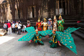 Unidentified cambodians in national dress poses for tourists in Angkor Wat — Stock Photo