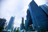 Vista de la ciudad en el distrito financiero de marina bay — Foto de Stock