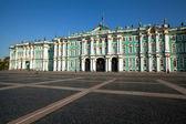 Palácio de inverno na praça do palácio — Foto Stock