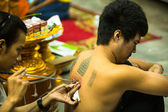 Unidentified monk makes traditional Yantra tattooing — Zdjęcie stockowe