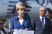 German Chancellor Angela Merkel and Turkish Minister of transport Lutfi Elvan — Stock Photo