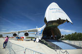 Aviões antonov an-124 ruslan volga-dnepr — Fotografia Stock