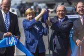 ангела меркель, лютфи elvan и г-н кристиан о космической выставке ila — Стоковое фото