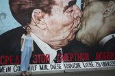 "Fragment of graffiti (""Kiss"" by Dmitry Vrubel) — Stock Photo"