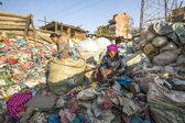 People on dump in Kathmandu — Stock Photo