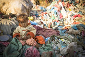 Child on dump in Kathmandu, Nepal — Stockfoto