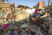 Poor people on dump in Kathmandu, Nepal — Stock Photo