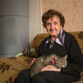 Woman with cat. — Stock Photo
