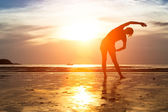 Girl practicing yoga at sunset. — Stock Photo