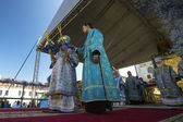 Bishop and Tikhvin Lodeinopolskiy Mstislav celebrate Orthodox divine Liturgy — Stock Photo