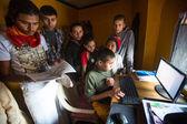 Children in lesson on the computer at Jagadguru School — Stock Photo