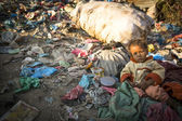 Child in dump, Nepal — Stock Photo