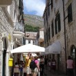 Croatia, Dubrovnik. July, 2006. Tourists in the streets of an ancient town. — Stock Photo #13804961