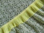 Close-up. een detail van een citroen gele kant lingerie met een naadloze abstracte patroon. — Stockfoto