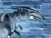 Een plastic speelgoed roofdier. een omgekeerde afbeelding. — Stockfoto