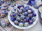 "Handmade glass trinkets. Moscow flea market ""Tishinka"". March, 2013. — Stock Photo"