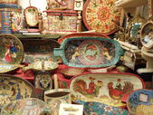 "Wooden things with old slavonic fairy-tale motif painting. Flea-market ""Tishinka"", Moscow. May, 2013 — Stock Photo"